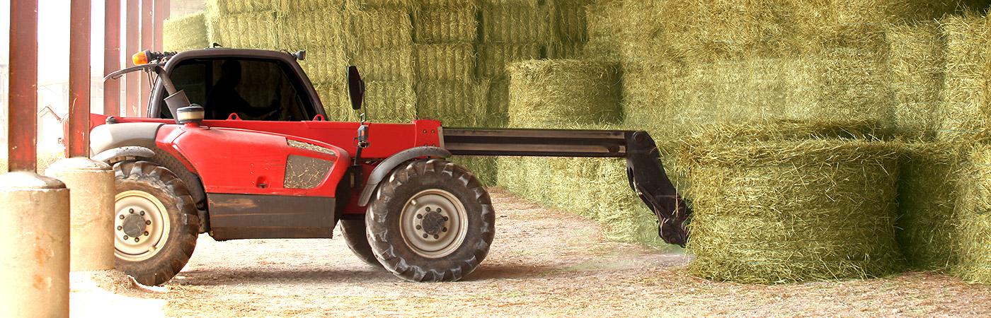 us-hay-tractor-loading-hay